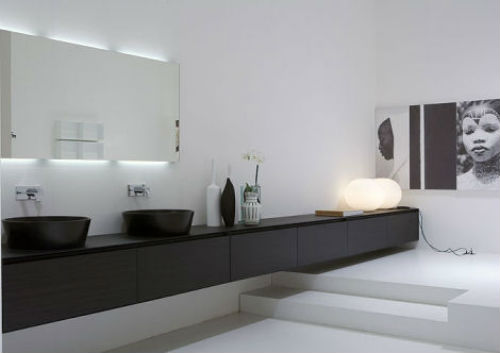Oude Badkamer Spiegels ~ Picture idea 18  Strakke badkamer met langwerpige badmeubel interieur