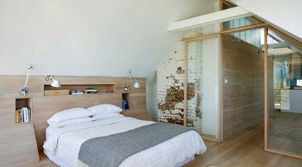 slaapkamer met bakstenen en hout interieur inrichting. Black Bedroom Furniture Sets. Home Design Ideas