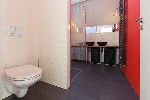 Luxe moderne badkamer uit groenekan interieur inrichting - Moderne luxe badkamer ...