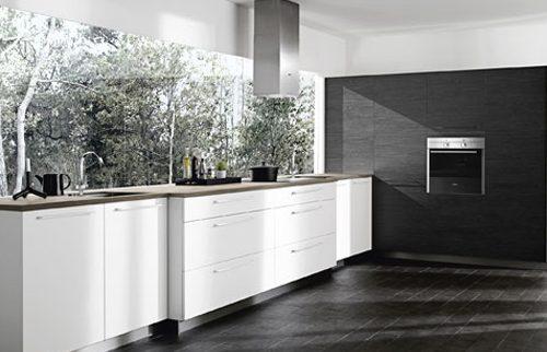 Moderne keuken met uitzicht