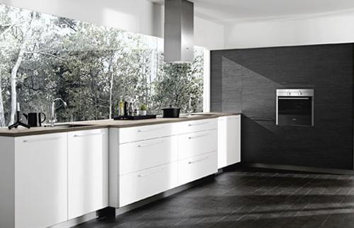 Witte Keuken En Donkere Vloer : Moderne witte keuken met donkere vloer ...