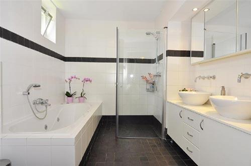Moderne badkamer voorzien van alle gemakken