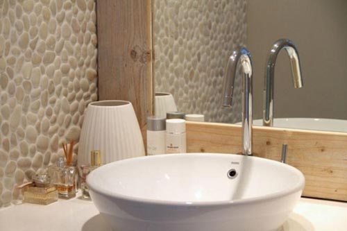 Serene badkamer met natuursteen  Interieur inrichting