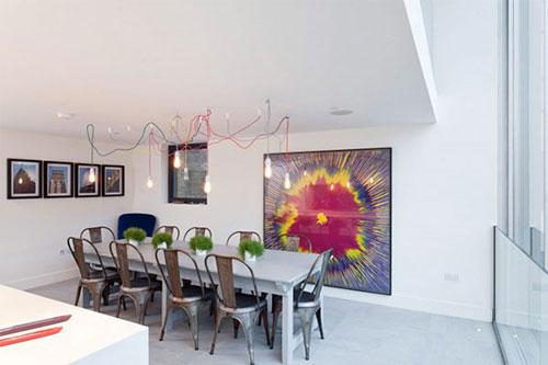 Witte minimalistische woonkeuken interieur inrichting