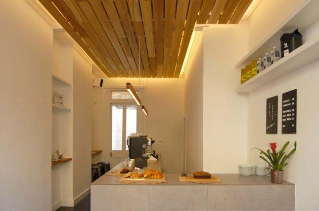 afgehangen verlaagd plafond hout