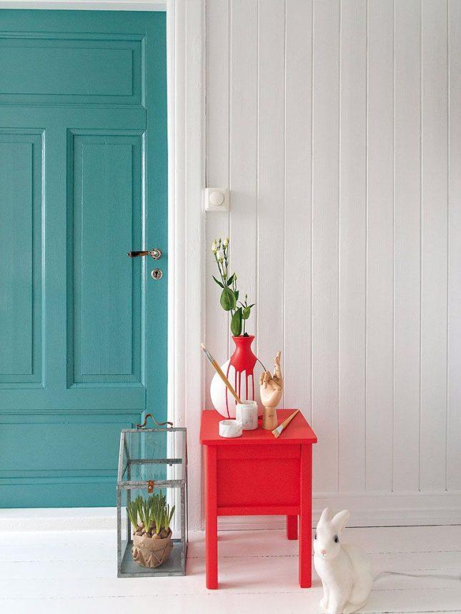 aqua blauwe deur
