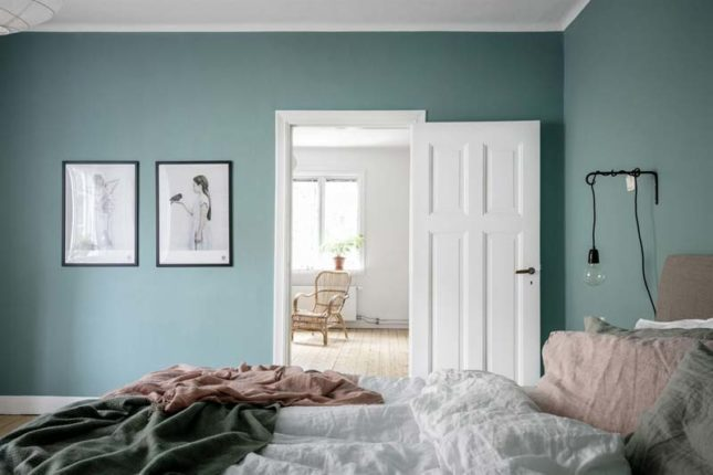 aqua blauwe muur slaapkamer