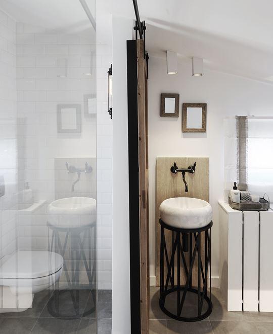 Architectenbureau Ark4lab heeft een heel mooi ontwerp gemaakt voor deze slaapkamer badkamer combi
