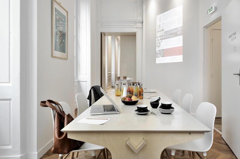 away hostel coffee shop in lyon interieur inrichting. Black Bedroom Furniture Sets. Home Design Ideas