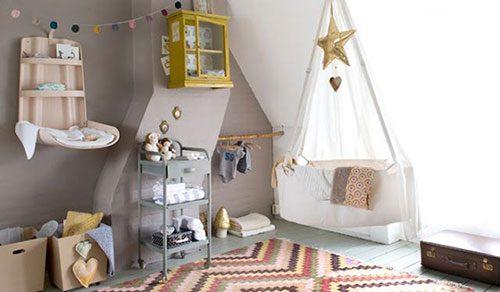 Babykamer met zachte kleuren
