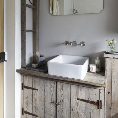 Badkamer kraan uit de muur  Interieur inrichting