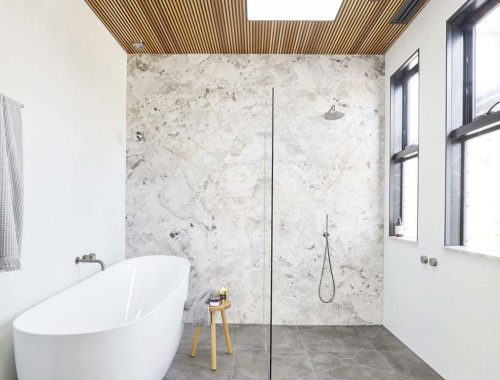 badkamer plafond - houten latten