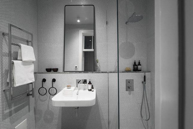 badkamers voorbeelden met smalle inloopdouche