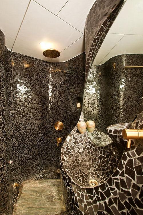 Badkamers voorbeelden mozaïek tegels curve