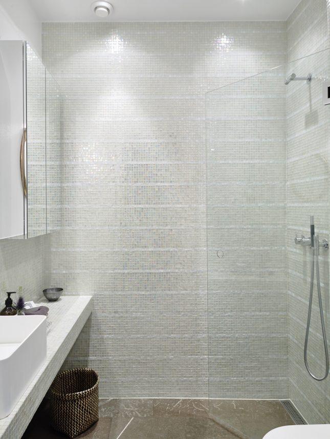 Badkamers voorbeelden mozaïek tegels parel