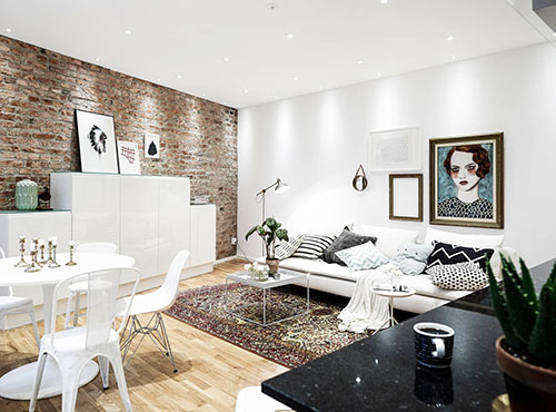 Bakstenen muur in huis