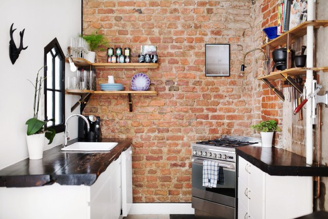 Bakstenen muur in keukenwand
