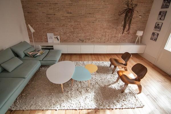 Verbouwing van een karakteristieke appartement uit barcelona interieur inrichting - Bakstenen muur woonkamer ...
