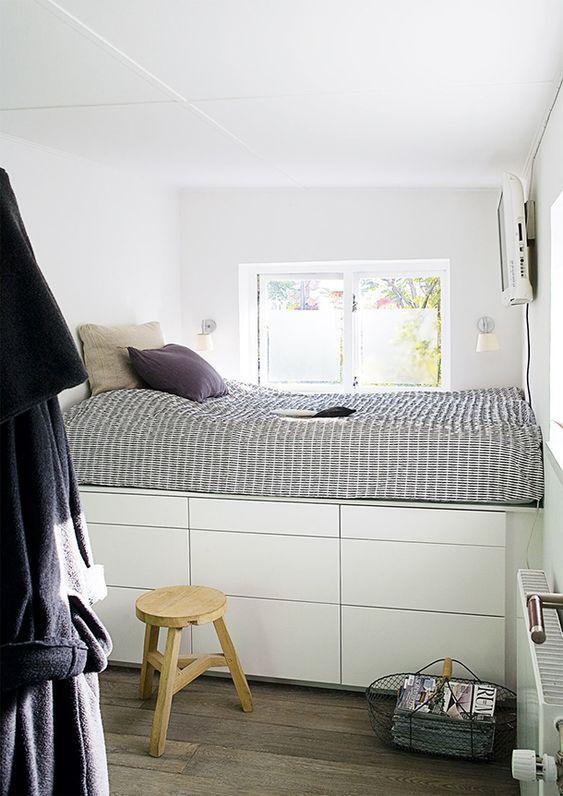 bed op ikea kasten kleine slaapkamer