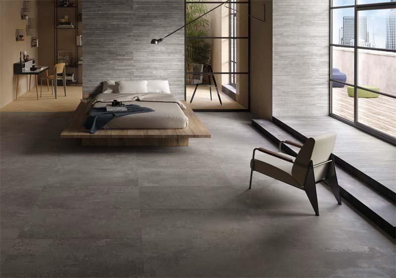 In deze stoere slaapkamer is er gekozen voor de betonlook tegeks van RE-PLAY.
