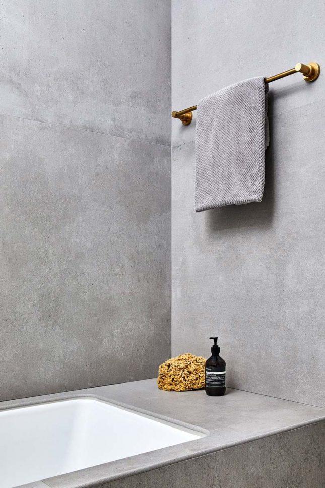 betonlook tegels badkamer bad muren