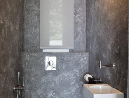 Betonlook toilet met zwart hangtoilet