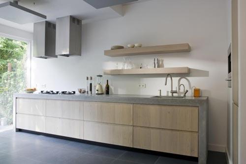 Betonnen keuken interieur inrichting - Foto grijze keuken en hout ...