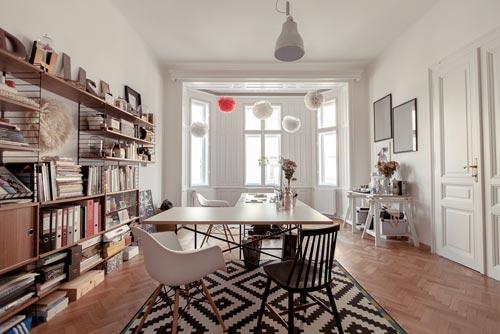 Binnenkijken bij art director laura karasinski interieur for Oud herenhuis interieur