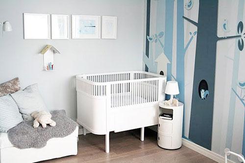 Blauwe babykamer interieur inrichting Scandinavian baby nursery