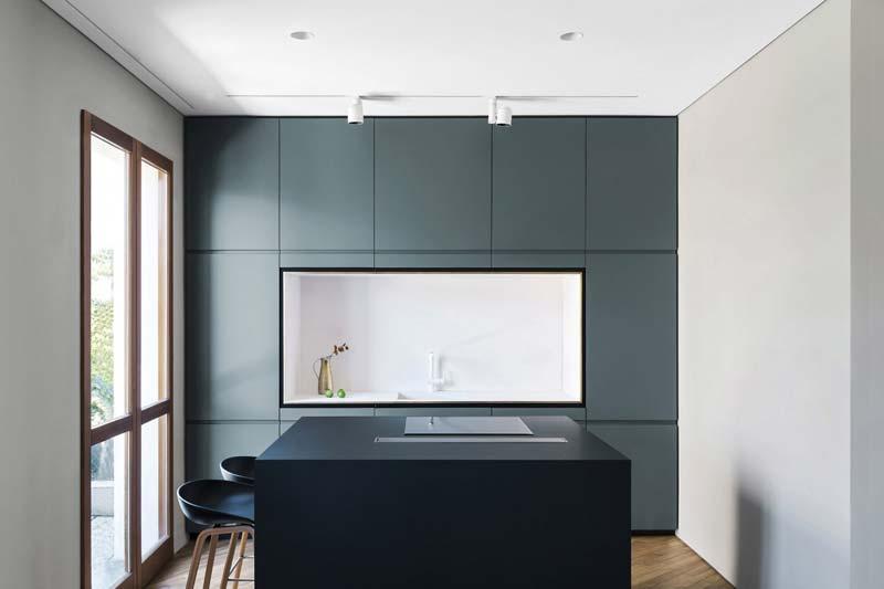 blauwe keuken kookeiland