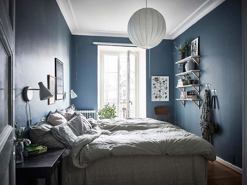 Blauwe muren slaapkamer