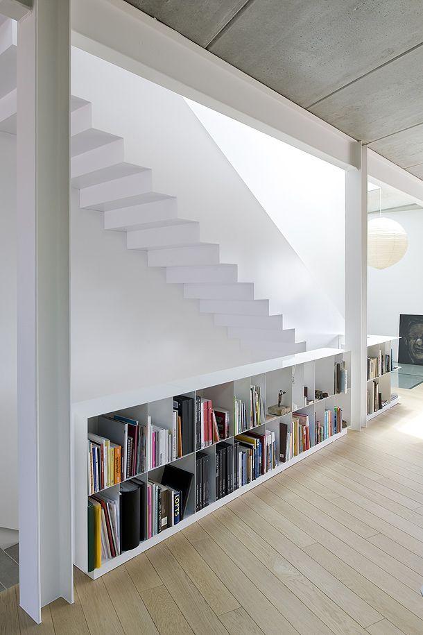 Boekenkast balustrade bovenaan de trap | Interieur inrichting