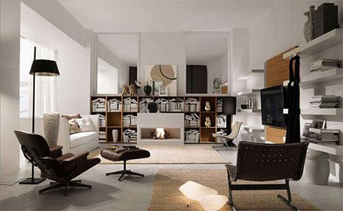 Boekenkast In Woonkamer : Lege boekenkast in een woonkamer u stockfoto archideaphoto