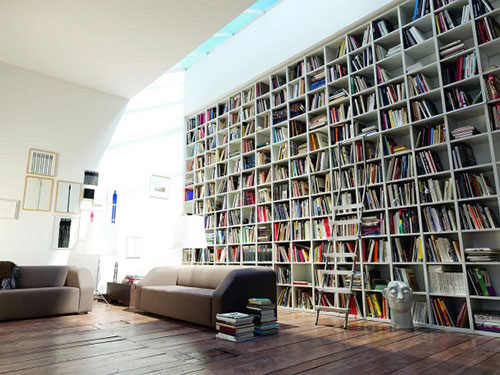 Boekenkast inrichten in woonkamer