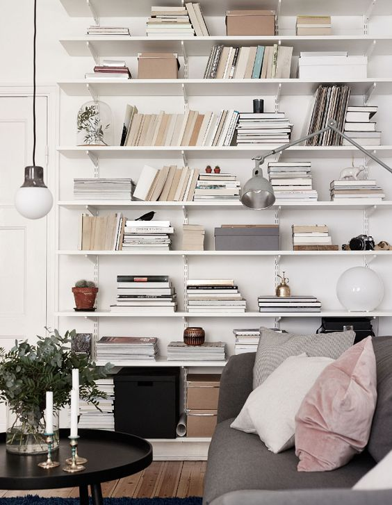 Boekenplank sorteren boeken andersom