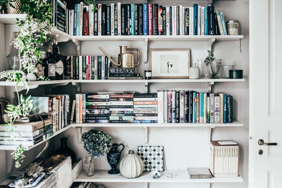 Boekenplanken in hoek