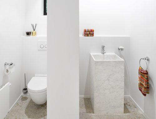 breed-toilet-met-een-chique-ontwerp