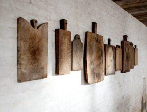 Broodplanken aan de muur