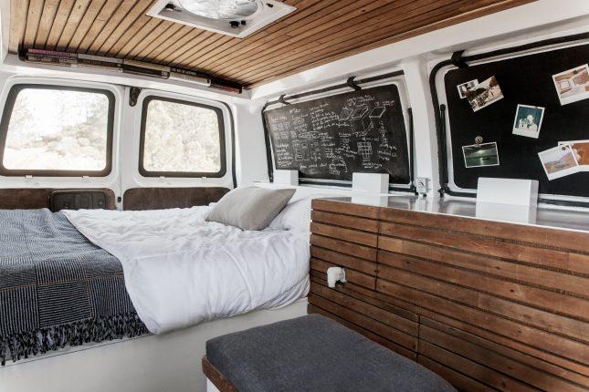 Busje verbouwd tot luxe studio