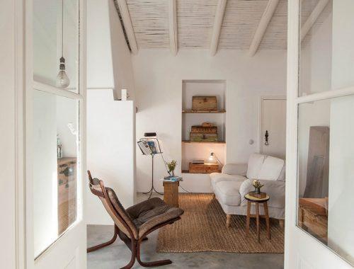 Charmante woonkamer met natuurtinten