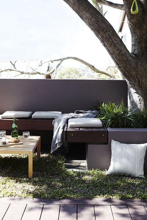 Comfortabele droomtuin met zon en schaduw