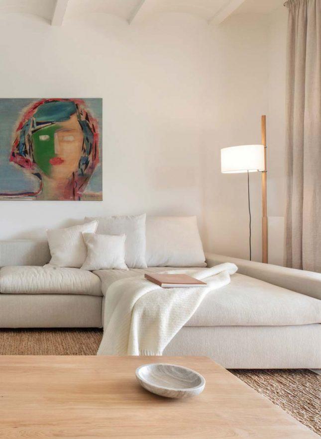 comfortabele lichte loungebank warme woonkamer