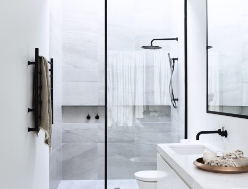 Comfortabele luxe badkamer door architectenbureau Canny