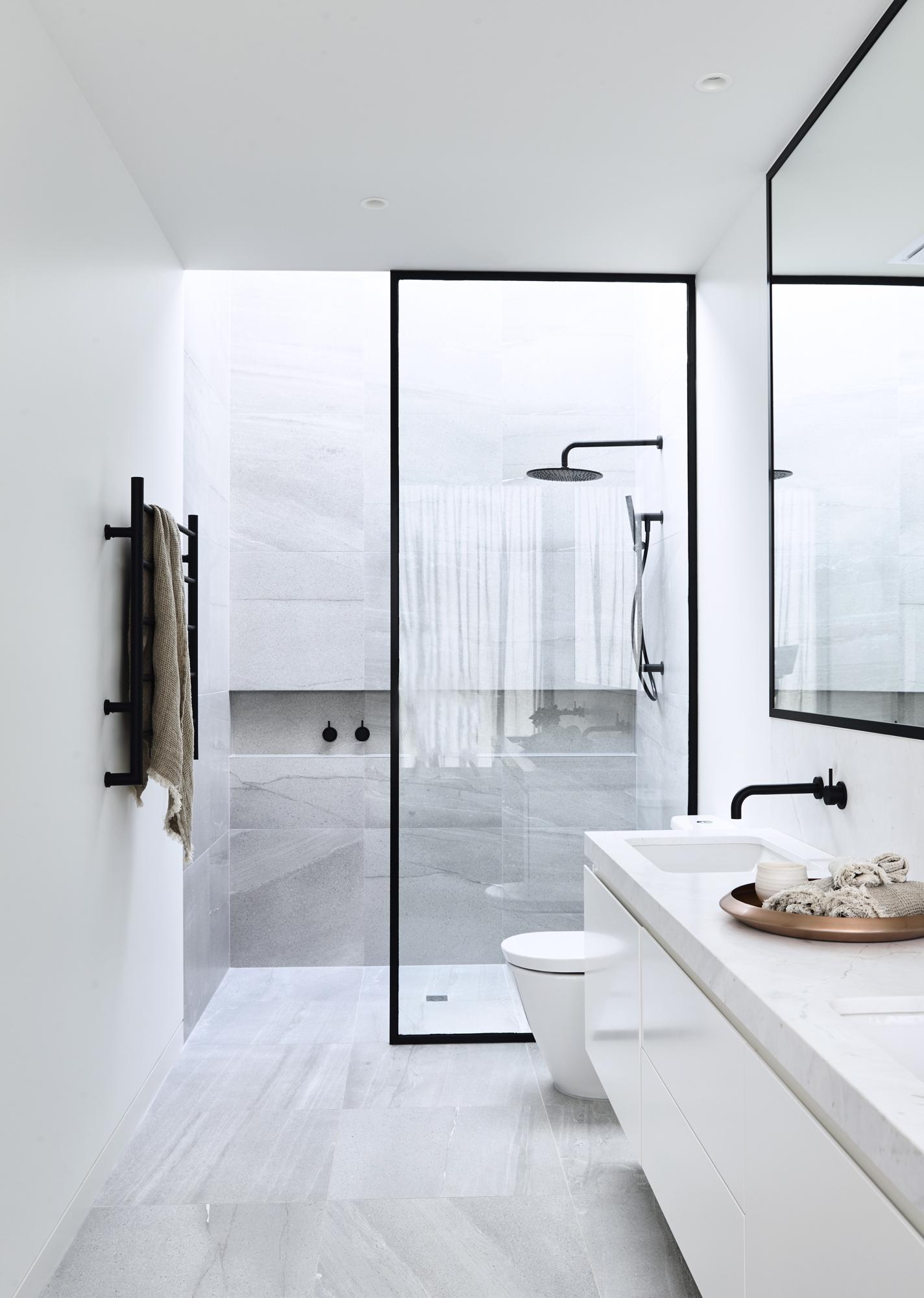 Luxe badkamer met zwart marmer | Interieur inrichting