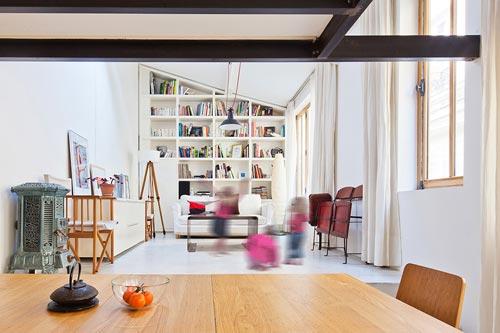 Kleine Slaapkamer Praktisch Inrichten : Creatief studio verbouwd tot ...