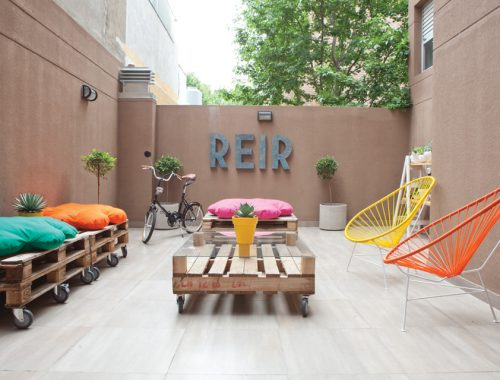 De fijne patio tuin van Javier