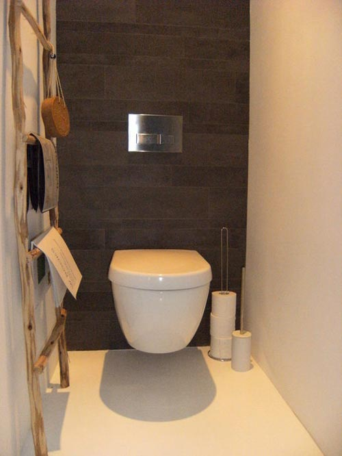 Decoratieladder in toiletinterieur inrichting interieur inrichting - Decoratie van toiletten ...