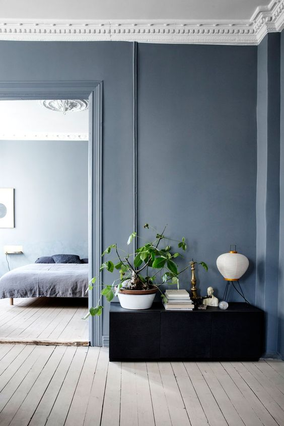 denim drift grijs blauwe muur