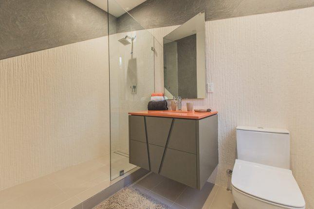 Design badkamers voorbeelden geometrische vormen