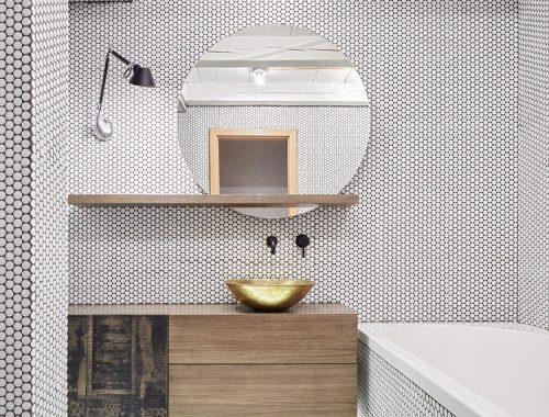 Designbadkamer met witte ronde mozaïektegeltjes